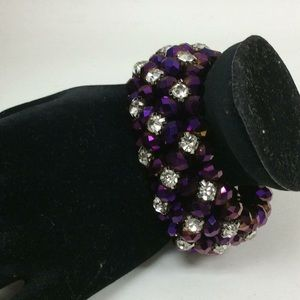 Jewelry - Costume Bracelet w/ purple iridescent beads
